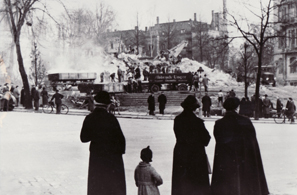 Citizens observe the final destruction of the Chemnitz Synagogue