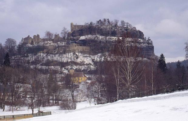 Felsmassiv mit dem Cölestinerkloster Oybin, Copyright: Landesamt für Archäologie Sachsen