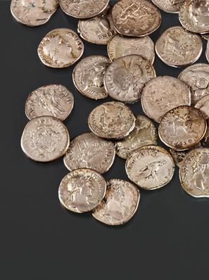 Münzschatz von Schwepnitz mit 121 römischen Münzen aus der Zeit zwischen 54/68 und 161/180 n. Chr. (Ältere Römische Kaiserzeit).